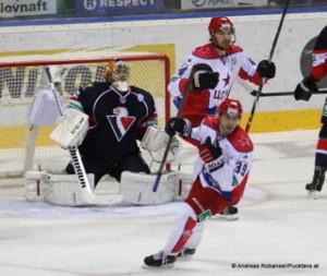 Slovan Bratislava - CSKA Moskau Johan Backlund #26, Jan Mursak #39,  Yevgeni Artyukhin  #44 © Andreas Robanser/Puckfans.at