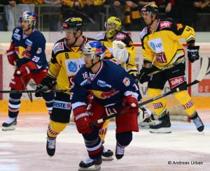 Vienna Capitals - Red Bull Salzburg Daniel Welser #20, Adam Naglich #8, Ryan Duncan #16 © Andreas Urban