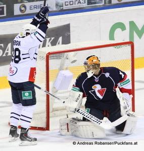 Slovan Bratislava - Medvescak Zagreb KHL - Saison 2014/15Matt Anderson #29, Johan Backlund © Andreas Robanser/Puckfans.at