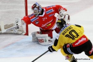 Vienna Capitals - HCB Südtirol Jaroslav Hübl #24  Matt Watkins #10 trifft zum 2:1 © Andreas Robanser/Puckfans.at