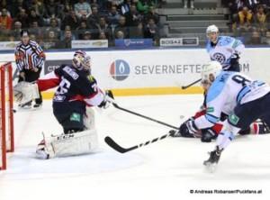 Slovan Bratislava - Sibir Novosibirsk KHL Saison 2014/2015 Johan Backlund #26, Dmitri Monya #8, Alexei Kopeikin  #25