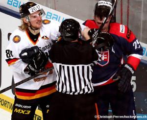 Deutschland Cup 2014 / GER - SVK  Torsten Ankert #81, Marek Viedensky #25 ©Christoph Perren /Hockeyfans.ch
