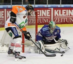 Graz 99ers - AV19 Fehervar  EBEL saison 2014/15 Marek Zagrapan  #8, Josh ROBINSON #30 ©Werner Krainbucher/Puckfans.at