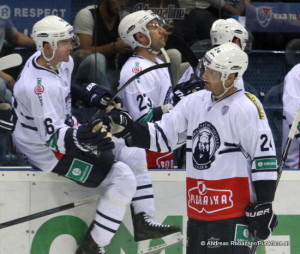 Torjubel Medvescak Zagreb - Mark Flood #36,  Sasa Martinovic #23, Andrew Hutchinson #24  © Andreas Robanser/Puckfans.at