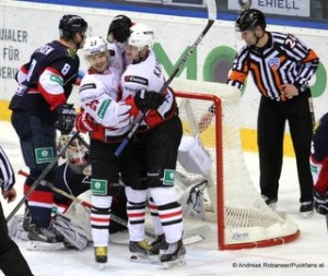 Slovan Bratislava - Avangard Omsk KHL Saison 14/15 Michal Sersen #8, Denis Parshin #27,  Sergei Kalinin #40 © Andreas Robanser/Puckfans.at