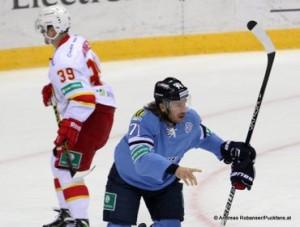Slovan Bratislava - Jokerit Helsinki  KHL Saison 2014/15 © Andreas Robanser/Puckfans.at  Niko Kapanen #39, Tomas Netik #71
