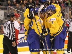 IIHF World Junior Championship 2015 Air Canada Center, Toronto Dänemark - Schweden  Mads Eller  #20, Victor Olofsson  #12, Jacob de la Rose  #9