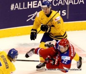IIHF World Junior Championship 2015 Schweden - Russland Robert Hägg #14, Ivan Barbashev #22,  Julius Bergman #7 © Andreas Robanser/Puckfans.at