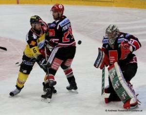 Vienna Capitals - HC Innsbruck EBEL Saison 2014/2015  Rafael Rotter #6, Florian Pedevilla #24,  Adam Munro #51 © Andreas Robanser/Puckfans.at