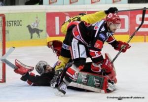 Vienna Capitals - HC InnsbruckEBEL Saison 2014/2015Adam Munro #51, Dustin Sylvester #12, Florian Stern  #5