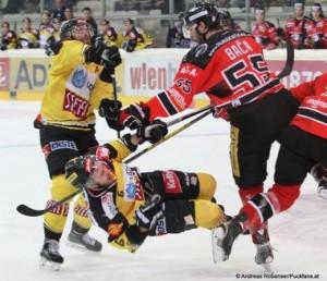 Vienna Capitals - HC Orli Znojmo  EBEL Zwischenrunde   Rafael Rotter #6, Martin Baca #55 © Andreas Robanser/Puckfans.at