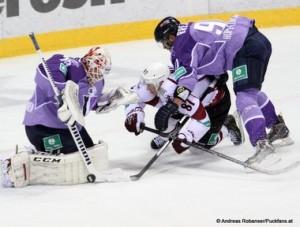 Slovan Bratislava - Dinamo Riga KHL Saison 2014/15 Johan Backlund #26, Gints Meija #87, Jan Brejcak #91