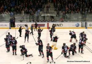 Slovan Bratislava - Jokerit Helsinki  KHL Saison 2014/2015 Die Slovan Spieler verabschieden sich von ihren Fans © Andreas Robanser/Puckfans.at