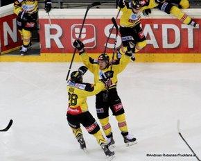 Vienna Capitals - Fehervar AV19 1/4Finale Game 4 Andreas Nödl  #28, Patrick Peter  #14