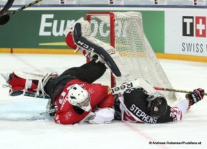 IIHF U18 World Championship SUI - CAN Mitchell Stephens #23,  Joren van Pottelberghe #30 © Andreas Robanser/Puckfans.at