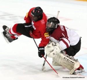 IIHF U18 World Championship SUI - LAT Auguste Impose #11, Denijs Romanovskis #1 © Andreas Robanser/Puckfans.at