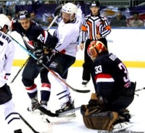 Slovan Bratislava - Medvescak Zagreb Slovnaft Arena, Bratislava KHL Saison 2015-16 Stefano Giliati #11, Lukas Kozak #72, Barry Brust #33 ©Puckfans.at/Andreas Robanser