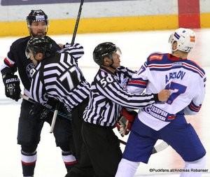 Slovan Bratislava - SKA St.Petersburg KHL Saison 2015-16 Slofnaft Arena Bratislava Cam Barker #55, Anton Belov #77 ©Puckfans.at/Andreas Robanser