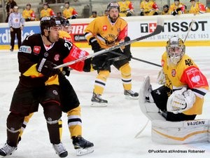 Champions Hockey League Vienna Capitals - HC Litvinov Albert Schultz Halle Derek Whitmore #21, Michal Travnicek #5, Michael Petrásek #48 ©Puckfans.at/Andreas Robanser