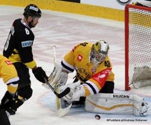 Champions Hockey League Vienna Capitals - HC Litvinov Albert Schultz Halle Rafael Rotter #6, Michael Petrásek #48 ©Puckfans.at/Andreas Robanser