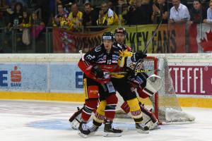 Vienna Capitals - HC Orli Znojmo Eissportzentrum Albert Schulzhalle Vienna EBEL Saison 2015-16 #10 David Bartos, #15 Danny Bois ©Puckfans.at/Andreas Urban