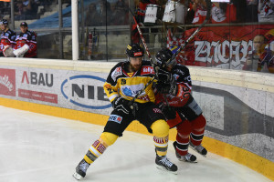 Vienna Capitals - HC Orli Znojmo Eissportzentrum Albert Schulzhalle Vienna EBEL Saison 2015-16  #28 Andreas Nödl , #30 Jiri Beroun ©Puckfans.at/Andreas Urban