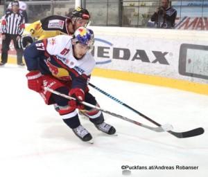 Vienna Capitals - EC Red Bull Salzburg Albert Schultz Halle EBEL Saison 2015-16 Konstantin Komarek #67 ©Puckfans.at/Andreas Robanser