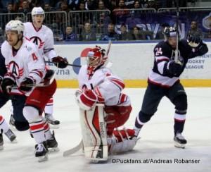 Slovan Bratislava - Avtomobilist Jekaterinburg KHL Saison 2015-16 Slofnaft Arena Bratislava Tommi Kivistö #4, Jakub Kovar #21, Rok Ticar #24 ©Puckfans.at/Andreas Robanser