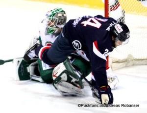 Slovan Bratislava - Ak Bars Kazan  KHL Saison 2015-16 Slofnaft Arena Bratislava Rok Ticar #24,  Emil Garipov #77 ©Puckfans.at/Andreas Robanser