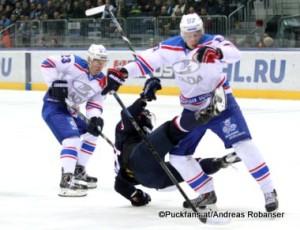 Slovan Bratislava - Lada Togliatti  KHL Saison 2015-16 Slofnaft Arena Bratislava Alexander Streltsov #23, Alexander Bolshakov #57, Patrik Lusnak #41 ©Puckfans.at/Andreas Robanser