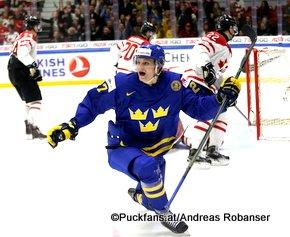 IIHF World Junior Championship 2016 Finland/Helsinki, Helsingin Jäähalli    CAN - SWE Anton Karlsson #27, Roland McKeown #20, John Quenneville #22 ©hockeyfans.ch/Andreas Robanser