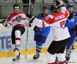 IIHF U20 World Championship Div I Group A Albert Schultz-Eishalle ITA - AUT LAHODA Alexander #13, MARCH Gianluca #6, ANTONITSCH Sam #17   Andreas Robanser/IIHF.com