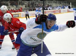 IIHF U20 World Championship Div I Group A Albert Schultz-Eishalle NOR - KAZ Bekmukhanbet TOLEPBERGER #15, KNOLD Henrik #14 Andreas Robanser/IIHF.com