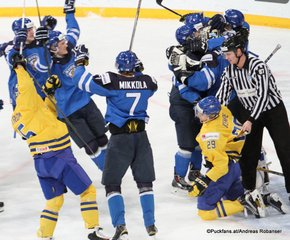 IIHF World Junior Championship 2016 Finland/Helsinki, Hartwall Arena Semifinal SWE - FIN Team Finnland, Adrian Kempe #29, Niko Mikkola #7,  ©Puckfans.at/Andreas Robanser
