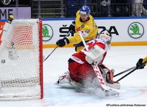 2016 IIHF World Championship Russia, Ice Palace, Moscow  SWE - DEN Mikael Backlund #18, Sebastian Dahm #32 ©Puckfans.at/Andreas Robanser