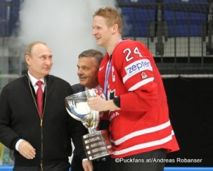 2016 IIHF World Championship Russia, VTB Ice Palace, Moscow Finale FIN - CAN Vladimir Putin, Rene Fasel, Corey Perry #24 ©Puckfans.at/Andreas Robanser