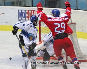 Ivan Hlinka Memorial 2016 CZE - FIN Bors Arena, Breclav Aleksi Anttalainen #4, Jachym Kondelik #29, Ukko-Pekka Luukkonen #1 ©hockeyfans.ch/Andreas Robanser