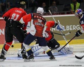 Champions Hockey League HC Orli Znojmo - EHC Red Bull München André Lakos #61, Michael Wolf #13, Marek Schwarz #3, Jason Jaffray #15 ©Puckfans.at/Andreas Robanser