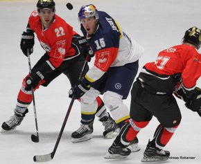 Champions Hockey League HC Orli Znojmo - EHC Red Bull München Patrik Novák #22, Jason Jaffray #15 ©Puckfans.at/Andreas Robanser