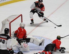 Champions Hockey League HC Orli Znojmo - HC Fribourg Gotteron  Roman Cervenka #11, Marek Schwarz #3, Julien Sprunger #86 ©Puckfans.at/Andreas Robanser