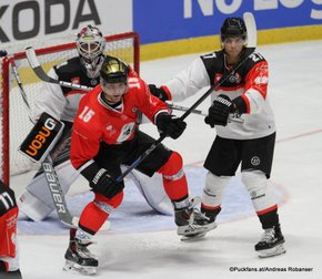 Champions Hockey League HC Orli Znojmo - HC Fribourg Gotteron  Dennis Saikkonen #59, Petr Kalus #15, Yannick Rathgeb #27 ©Puckfans.at/Andreas Robanser