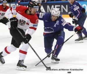 Michael Raffl im Duell mit Kevin Hecquefeuille IIHF World Championship 2015 ©Krainbucher Werner/Puckfans.at