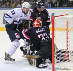 Slovan Bratislava - Dinamo Minsk Andrei Stas #23, Barry Brust #33, Nick Plastino #23 Slovnaft Arena ©Puckfans.at/Andreas Robanser