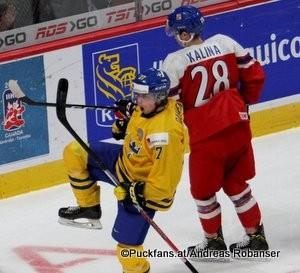 IIHF World Juniors Championship 2017 SWE - CZE Jonathan Dahlén #27, Petr Kalina #28 Centre Bell, Montreal ©hockeyfans.ch/Andreas Robanser