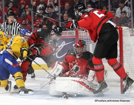 IIHF World Juniors Championship 2017 Semifinal SWE - CAN Tim Söderlund #29, Dylan Strome #19, Connor Ingram #1 Centre Bell, Montreal ©Puckfans.at/Andreas Robanser