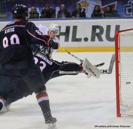 Medvescak Zagreb - Slovan Bratislava Michal Hlinka #83 trifft zum 1:0, Mark Katic #89, Sergei Gaiduchenko #33 Ondrej Nepela Arena ©Puckfans.at/Andreas Robanser