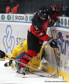 IIHF U18 World Championship 2017 Quaterfinal CAN - SWE Oscar Bäck #11, Stelio Mattheos #12 Spisska Nova Ves, Slovakia ©Puckfans.at/Andreas Robanser