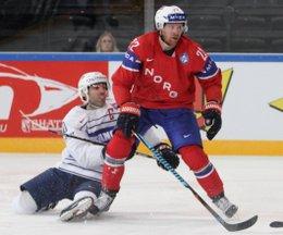 IIHF World Championship 2017 NOR - FRA Laurent Meunier #10, Martin Roymark #22 Paris, Bercy ©hockeyfans.ch/Andreas Robanser