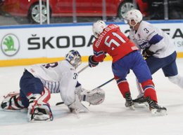 IIHF World Championship 2017 NOR - FRA Cristobal Huet #39, Mats Rosseli Olsen #51, Jonathan Janil #3 Paris, Bercy ©hockeyfans.ch/Andreas Robanser