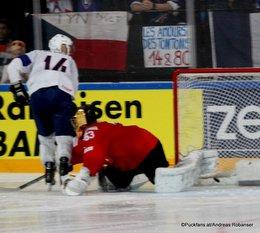 IIHF World Championship 2017 SUI - FRA Stéphane Da Costa #14, Leonardo Genoni #63 Paris, Bercy ©Puckfans.at/Andreas Robanser